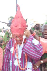 Oba-Adeyemi-wearing-crown-at-orayan-day13-056-199x300
